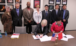 Hanson, Xu signing the MOU between the U of MN and SJTU